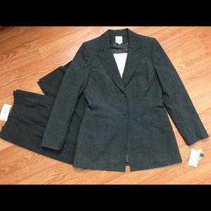 Anne Klein Suit Size 4